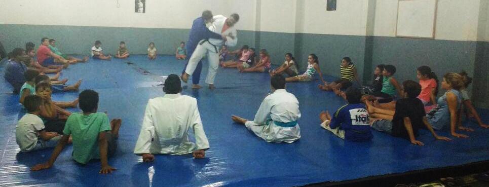 Secretaria de Esportes de Andirá oferta aula gratuita de Judô