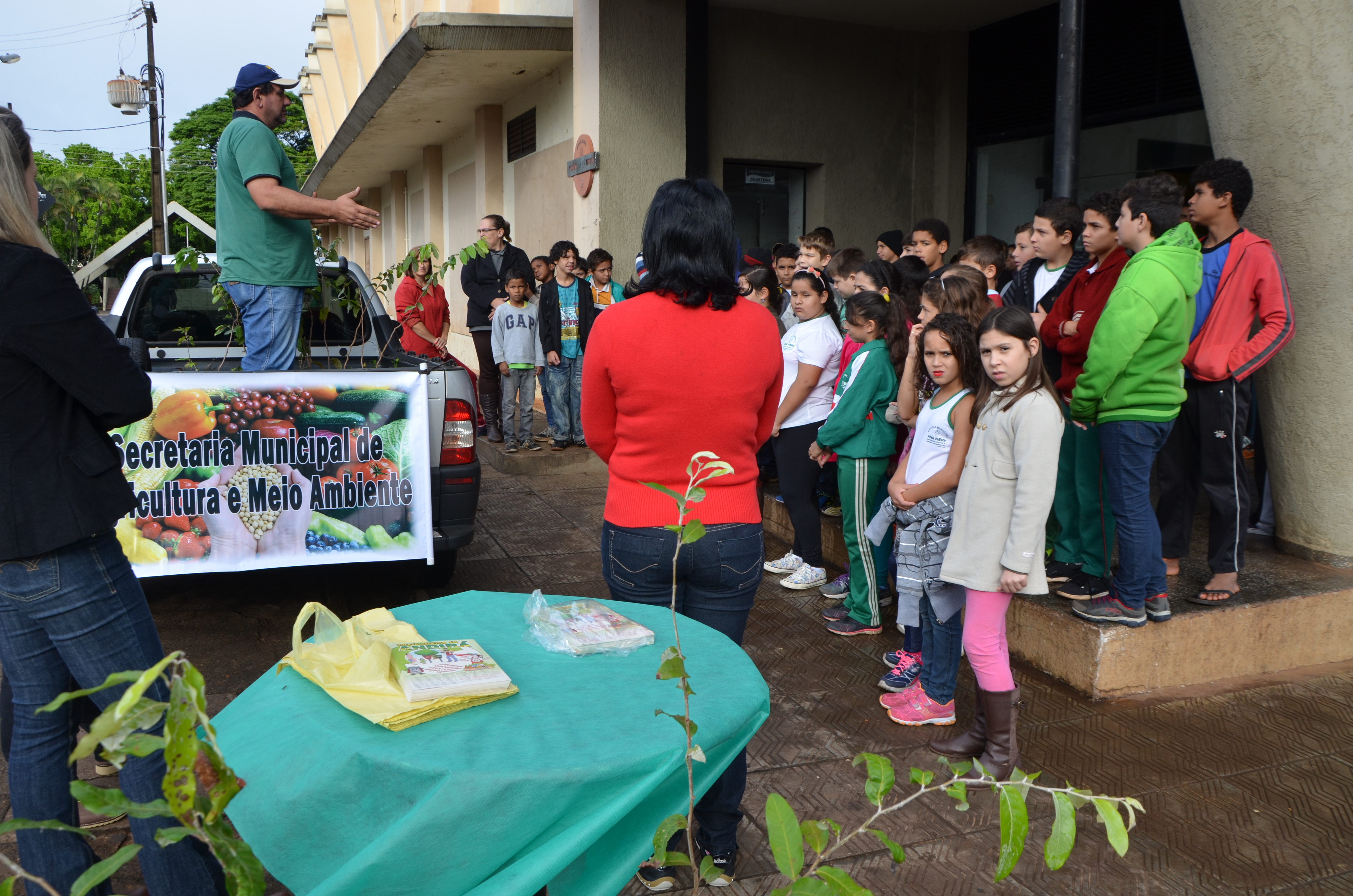 Escola Ana Nery, Projeto Esperança e Secretaria do Meio Ambiente promovem ato de sensibilização em defesa da natureza, nesta segunda