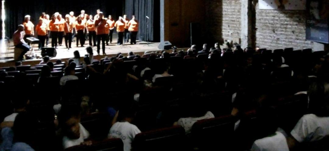 Coral da Copel se apresenta em Andirá e encanta alunos da Rede Municipal de Ensino
