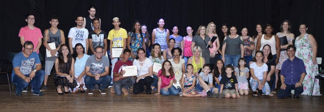 Cultura: Escola de Comunicação e Artes conclui curso de Canto / Coral.