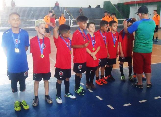 Torneio de Futsal para menores reuniu dezenas de pequenos atletas neste sábado, no Morcegão