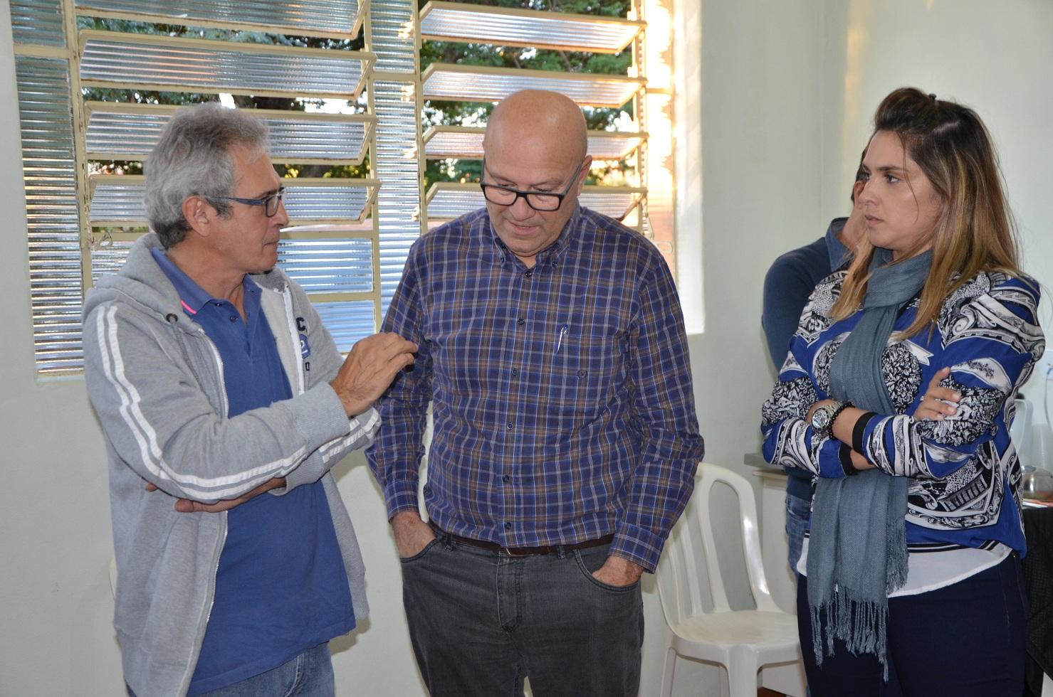 Prefeito Xavier recepciona deputado Romanelli e comissão da Regional de Saúde para entrega oficial de equipamento para o município