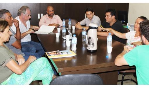 Prefeita se reúne com empresas de coletas de entulhos da cidade; tema foi o lixão municipal