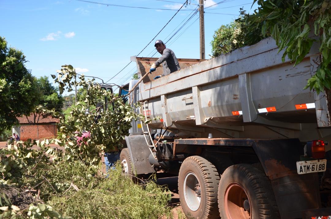 2ª Edição do Cidade Limpa coleta 21 caminhões de entulhos, lixos eletrônicos e galhos nos bairros Santa Inês, Pantanal, Santo Antônio, Timburi e Catuaí