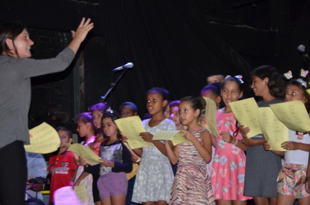 Com espetáculos artísticos, Projeto Esperança conclui atividades do período letivo