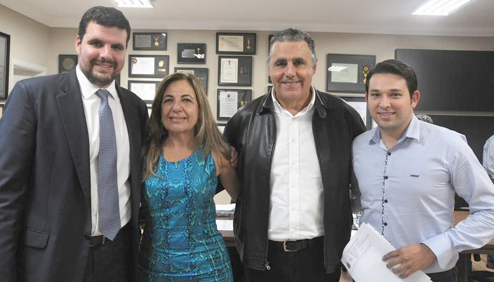Com apoio da Cohapar, prefeitura articula 500 casas para Andirá e consegue terreno para praça nas populares