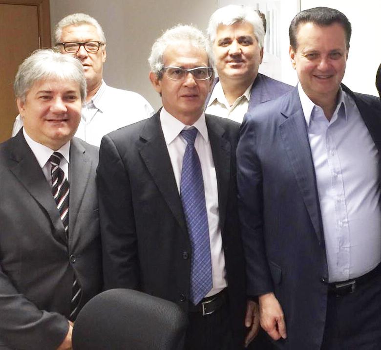 Prefeito Xavier se reúne com Ministro Kassab, em Brasília, e conquista mais 200 casas para Andirá