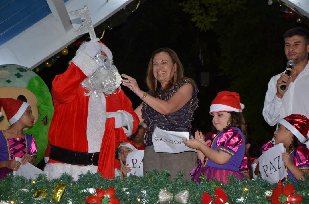 Natal de Amor e Luz, em Andirá, encanta e reúne uma multidão na abertura das programações natalinas