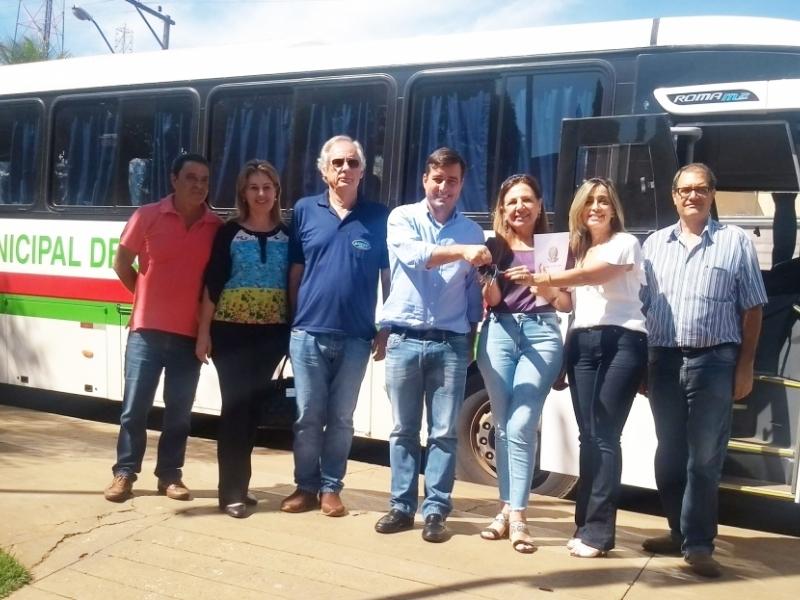 João Arruda realiza entrega oficial de ônibus e anuncia mobilização de recursos para o saneamento