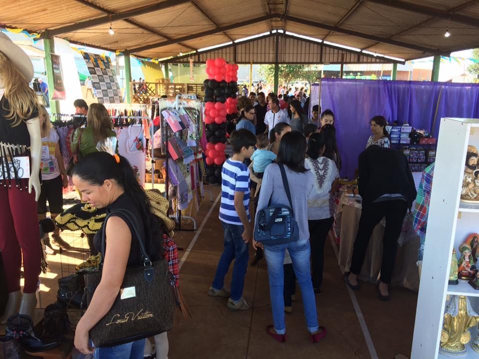 Feirão do Domingo foi sucesso e marca importante estratégia de apoio aos comerciantes e artistas de Andirá
