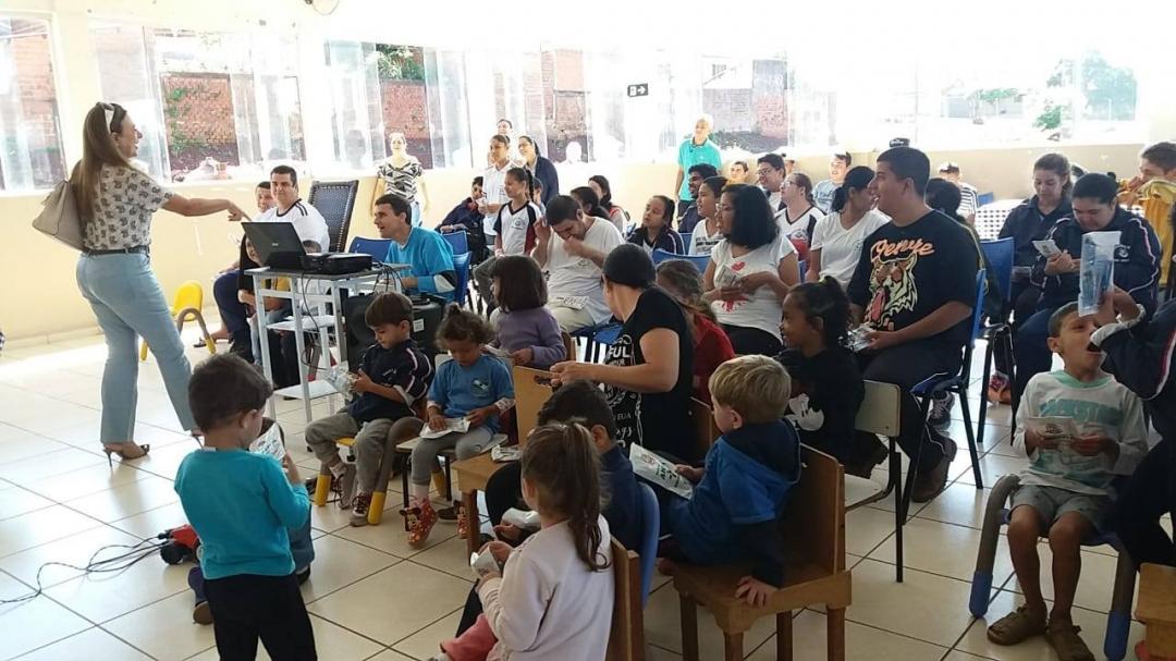 Secretaria de Saúde distribui Kits de Saúde Bucal às crianças da Rede Municipal de Ensino e Apae