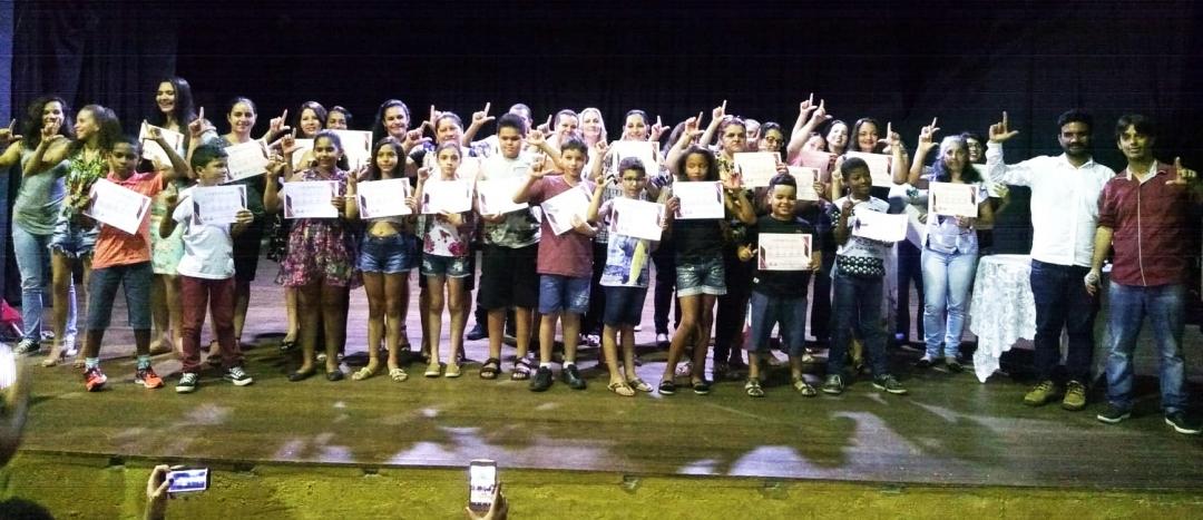Curso de Libras da Escola de Comunicação e Artes leva formação gratuita para adultos e crianças