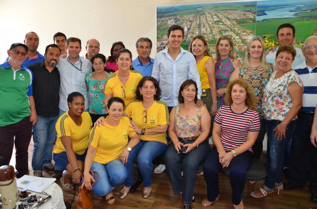 Diego Garcia visita Andirá e apresenta emendas para entidades e município