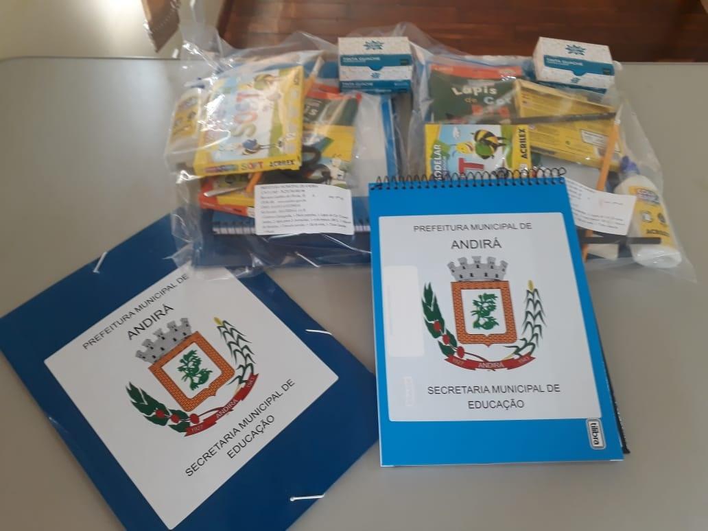 Entrega dos kits escolares